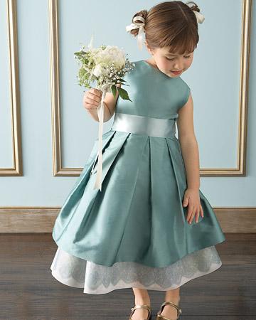 mwd104646_spr09_flowergirl14_xl