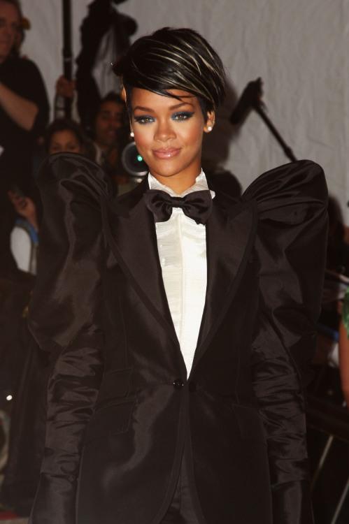 18005_Rihanna_05_122_685lo
